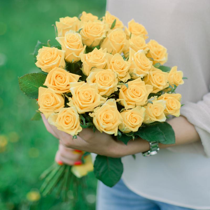 Букет из 25 жёлтых роз (Россия) с доставкой